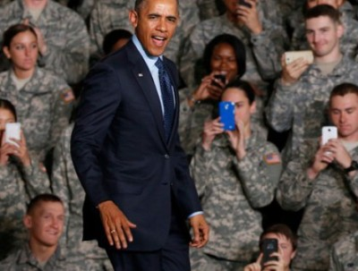 obama photographed by troops
